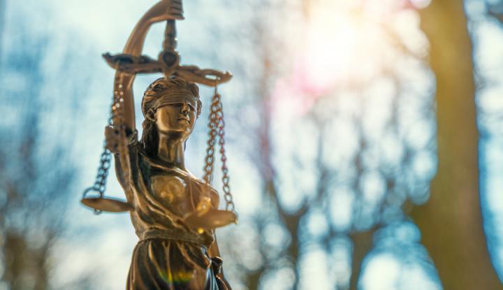 Rättvisestaty i koppar.