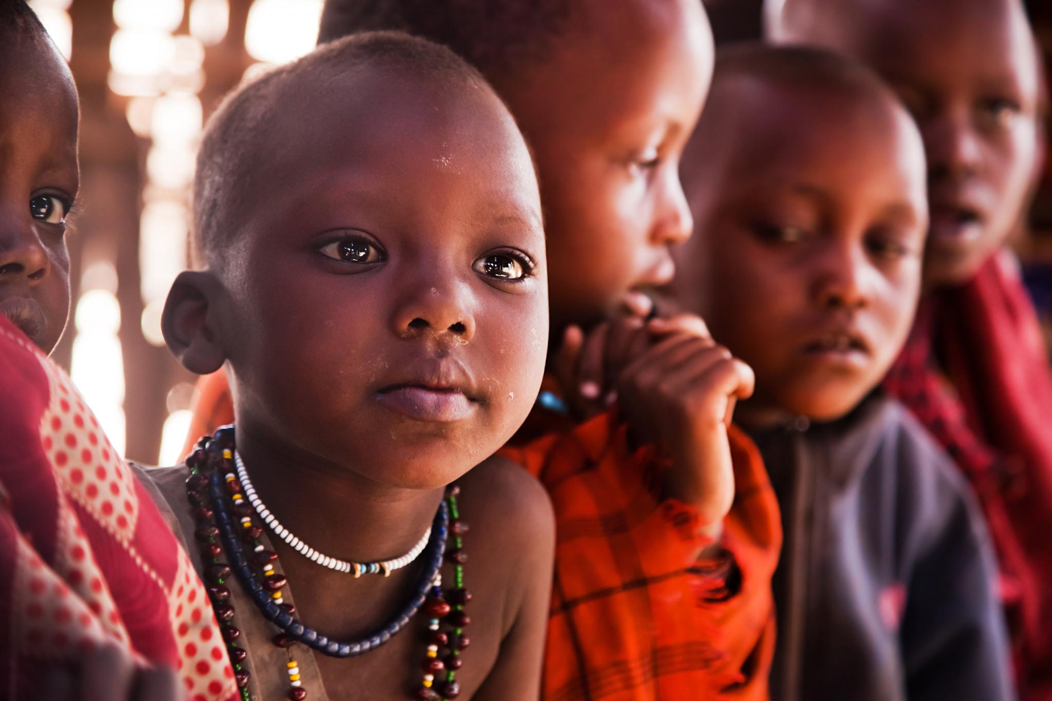 Massaianska barn i närbild, Tanzania.
