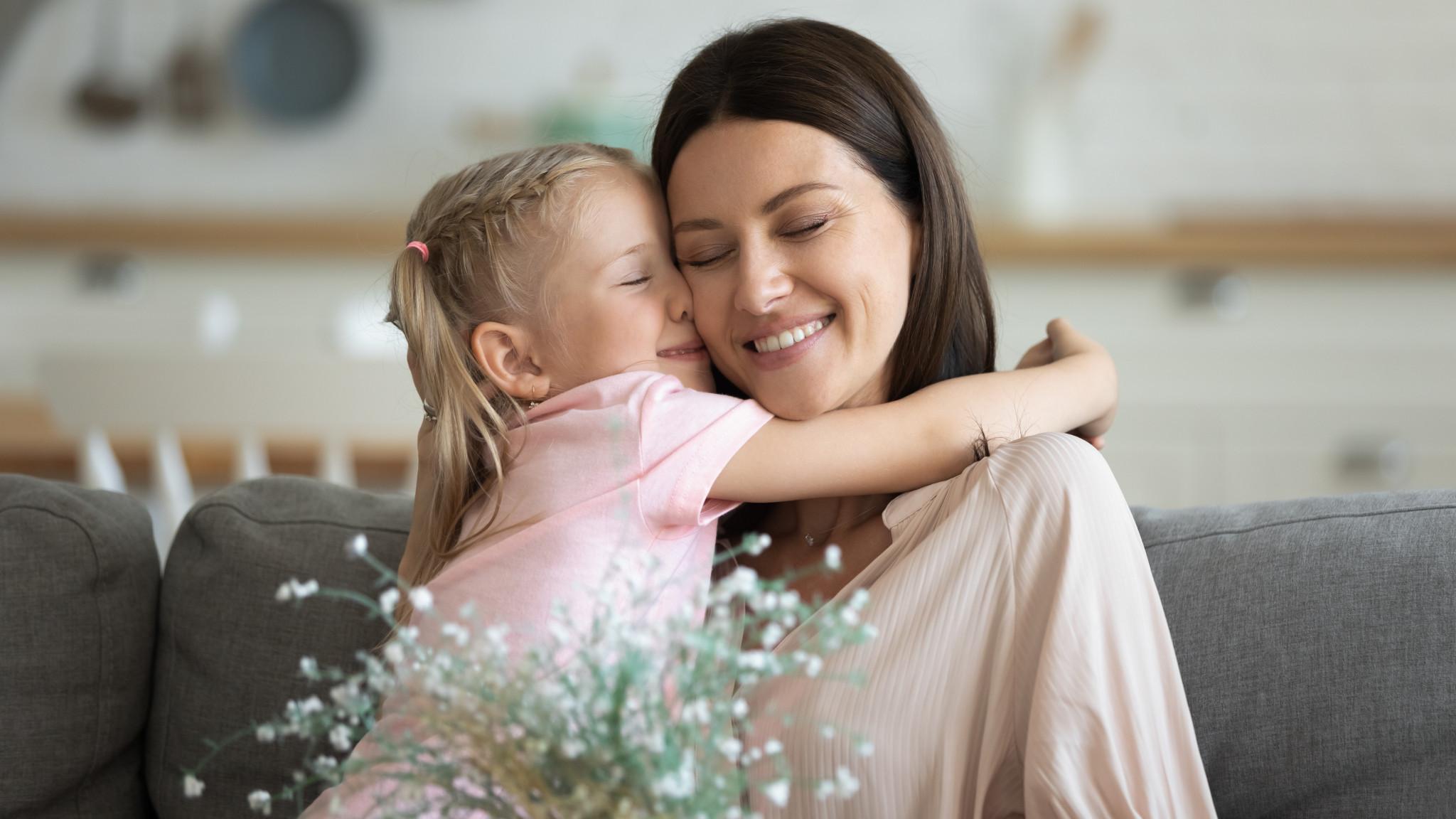 Leendes dotter kramar leendes mamma.