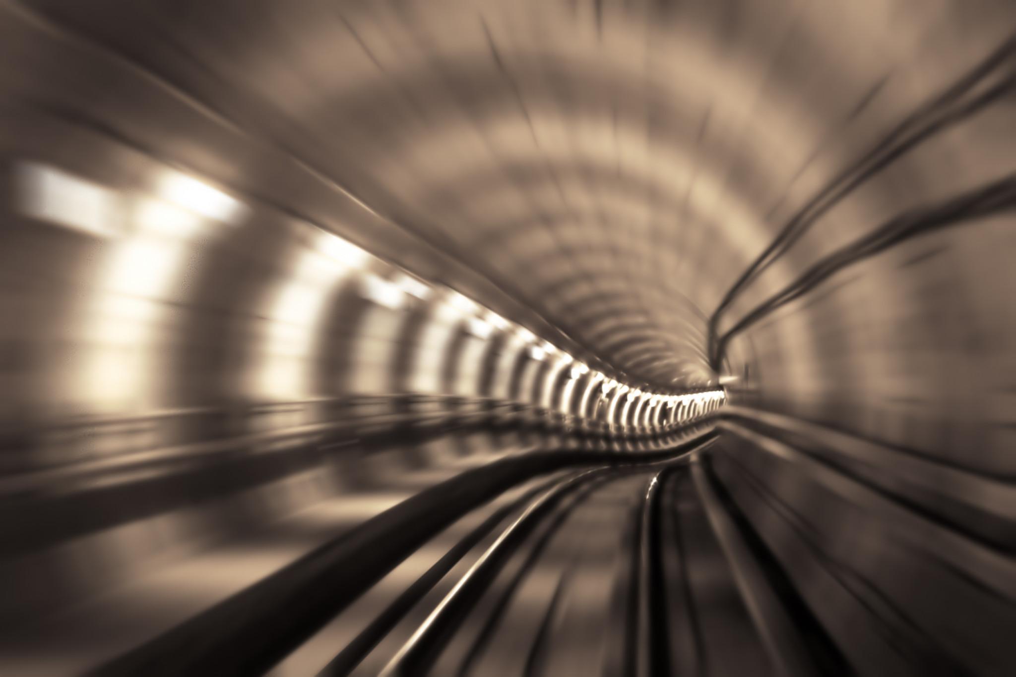 Blurrad rörelse i tunnelbanesystem.